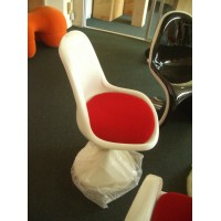 Tulip chair without arm with red cushion in white fiberglass exterior shell